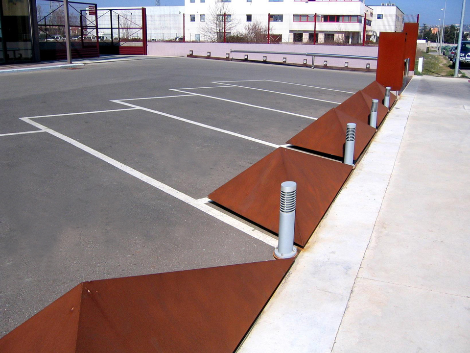 Plazas de parking acero